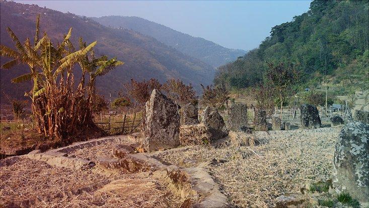Megalithische Baustrukturen im Nagaland, Nordostindien