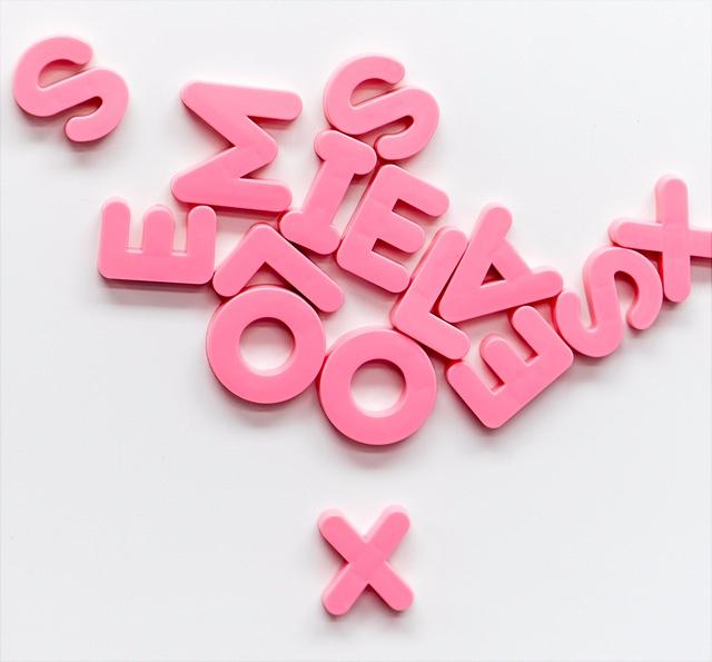 rosa Magnetbuchstaben