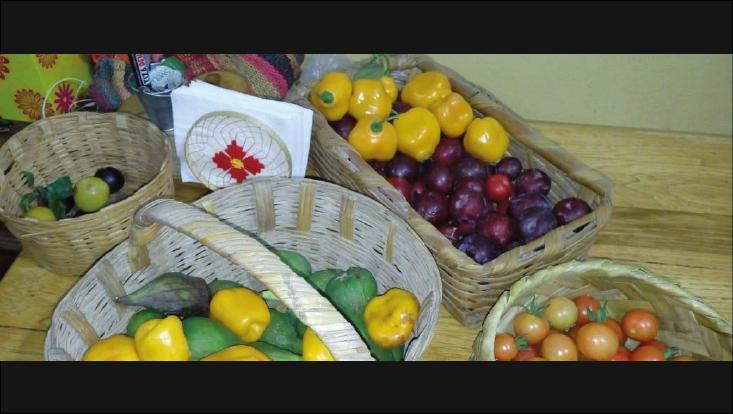 verschiedene Früchte in Körben