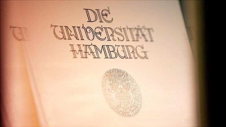 UHH Schriftzug und Wappen
