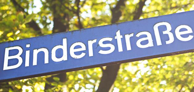 """Straßenschild mit der Aufschrift """"Binderstraße"""""""