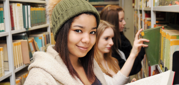 Bild Studenten in der Bibliothek