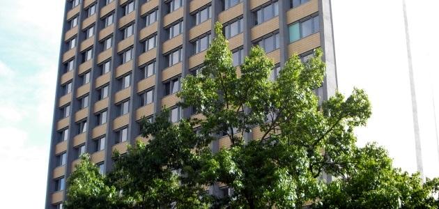 Philturm mit Baum