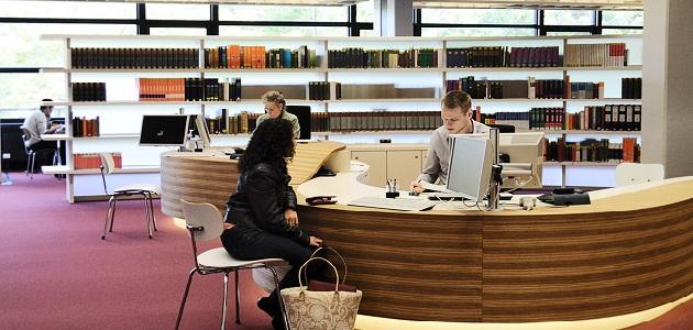 Service-Tresen Bibliothek