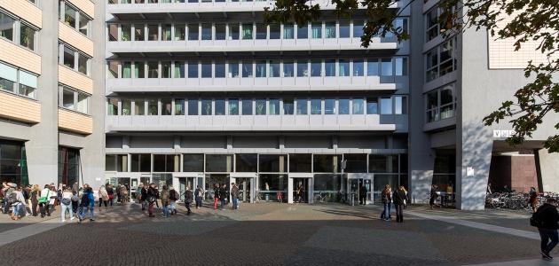 Der Eingang des Philosophenturms