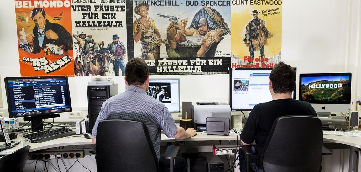 MZ-Mitarbeiter am Computer