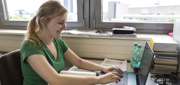 Arbeitsplatz in der Bibliothek
