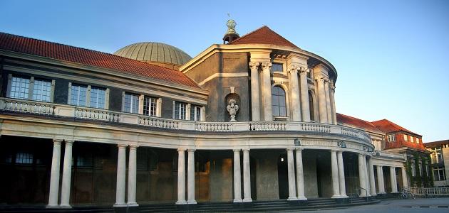 Universitäts-Hauptgebäude