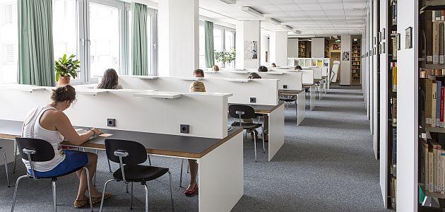 Lesesaal der Teilbibliothek für Neuere deutsche Literatur (NDL)