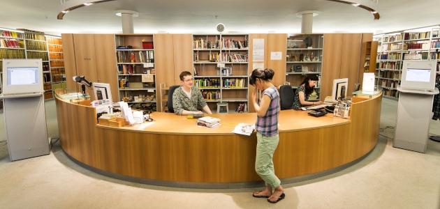 AAI, Bibliothek, Tresen