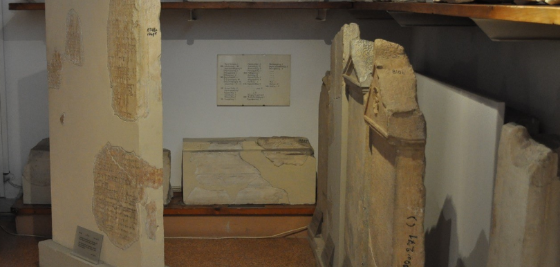 Bild von Ischriften aus dem Epigraphischen Museum Athen