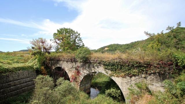 금상산 철길 다리.  Verlassene Eisenbahnbrücke der eingestellten Chŏrwŏn-Kŭmgangsan-Eisenbahnlinie in Kangwŏn-do, Chŏrwŏn, nahe der DMZ.