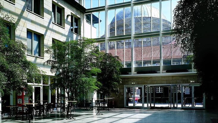 Hauptgebäude-Westflügel, Edmund-Siemers-Allee 1, Foyer, Blick auf Kuppel