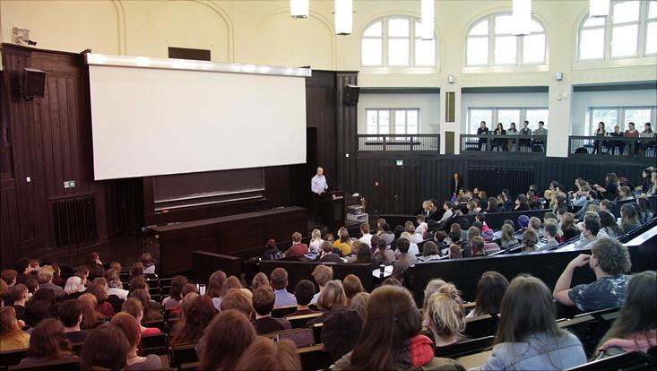 Begrüßungsveranstaltung der Orientierungseinheiten am Fachbereich Kulturwissenschaften im Hörsaal B des Hauptgebäudes